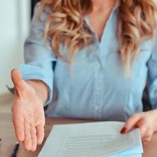 كيف تُجيب عن الأسئلة الأكثر شيوعاً في المقابلات الشخصية؟